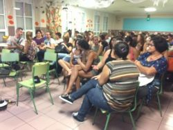 La semana pasada tuvimos gran afluencia de asistentes al primer Encuentros en Familia en el CEIP